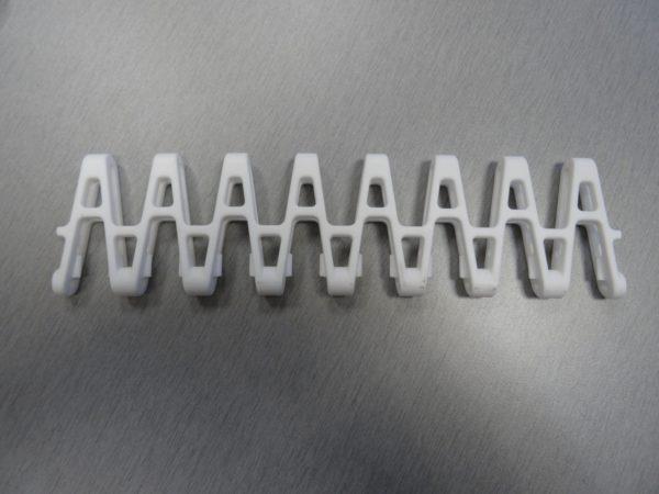 Plain acetal center eight link